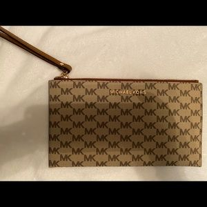 Michael Kors change purse/pouch/wallet NWT